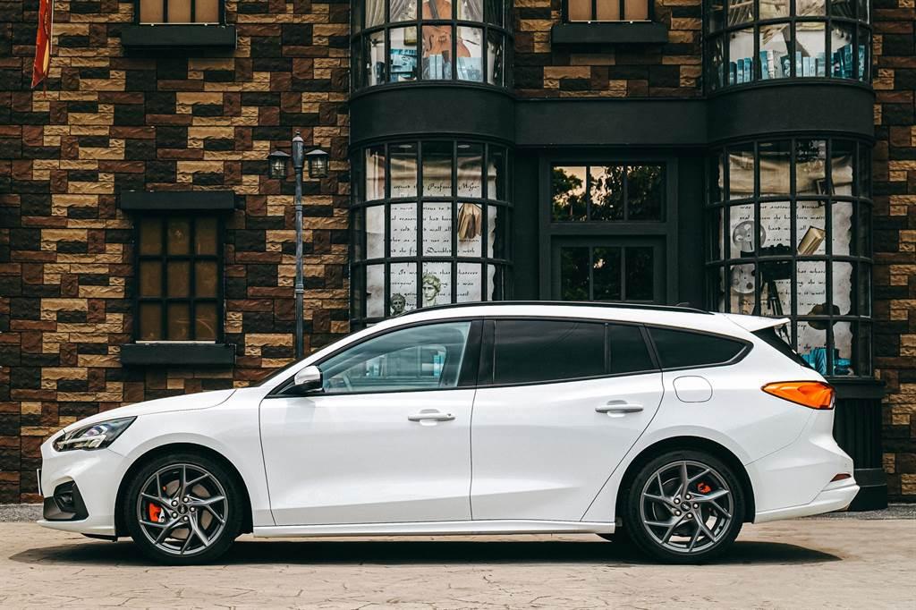 Focus ST Wagon – SLS Edition源自「Home of Focus」— Ford德國Saarlouis廠所生產之熱血勁駒,擁有280ps馬力狂傲性能。