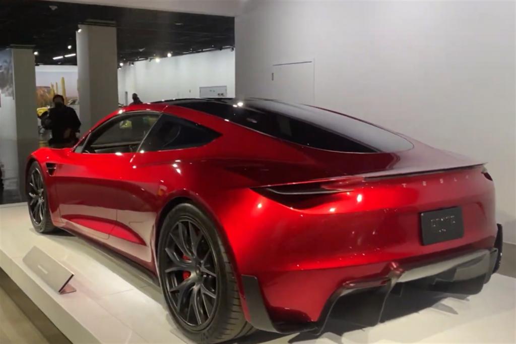 未來的「地表最速量產車」:Tesla Roadster 2 電動超跑 近距離直擊