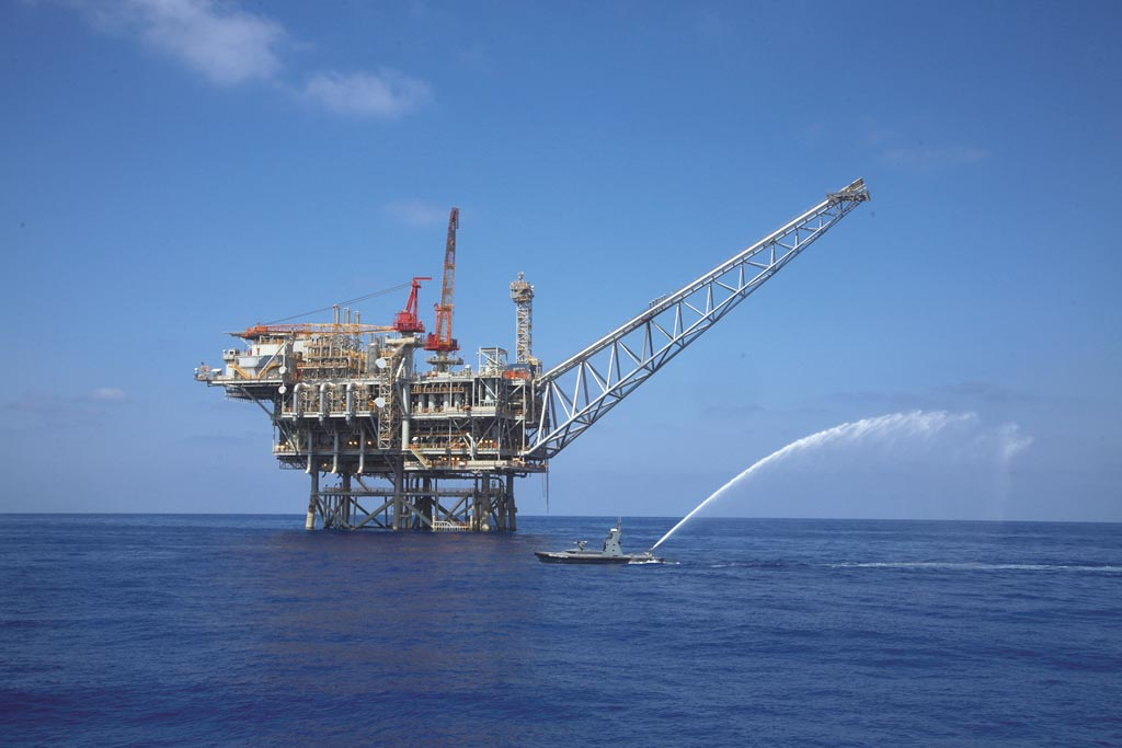 圖為地中海天然氣田中的鑽井平台。圖/美聯社