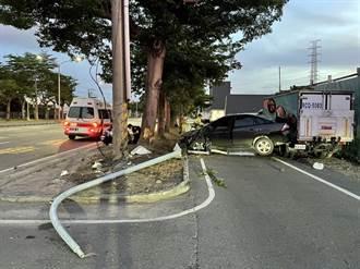 自小客車駕駛自撞直衝安全島 車內2人命大僅受輕傷