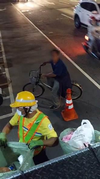 倒垃圾不戴口罩勸導不聽 男辱清潔隊員遭移送開罰