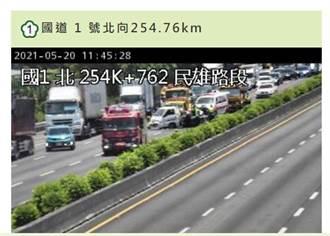 小貨車前輪爆胎失控翻覆 國道1號南下254k回堵約3公里