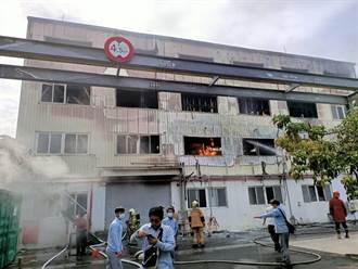 台南生泰製藥4座廠房全面燒光 蔓延母公司1座廠房