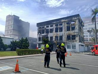 生泰製藥廠大火損失2億 台1線新營段封閉逾5小時後開放通行