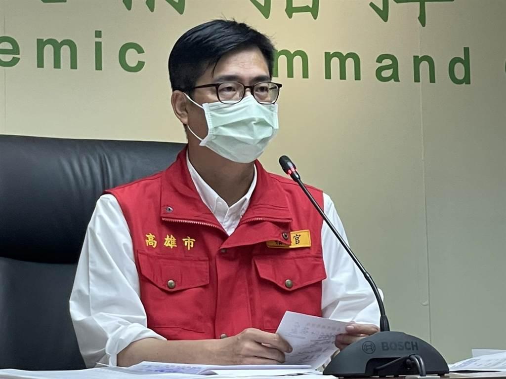 高雄市長陳其邁21日召開防疫會議,要求高雄所有醫事人員,必須全數施打疫苗,也下令所有餐廳跟進台中作法,從22日開始到28日前,全面禁止內用。(本報資料照片)