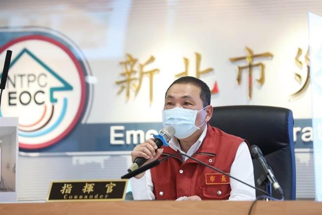 針對有醫院反映N95口罩有業者哄抬價格,侯友宜嚴肅指出,將動用公權力,若查獲一定重罰。(市府提供)