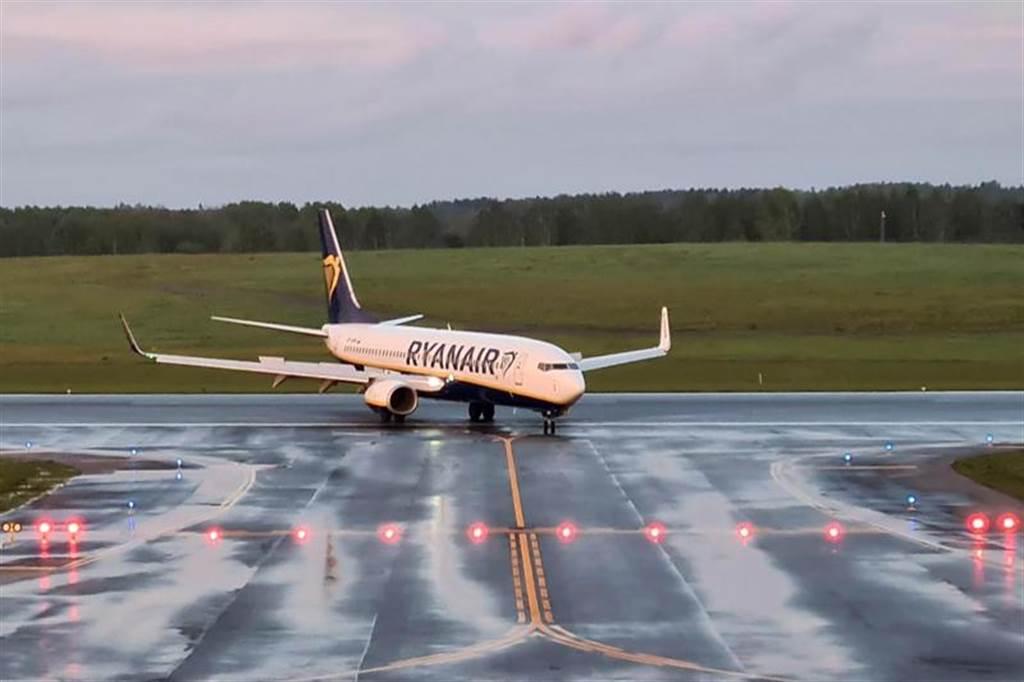 白俄罗斯当局今天下令瑞恩航空一架客机转向降落在首都明斯克。(路透社)(photo:ChinaTimes)