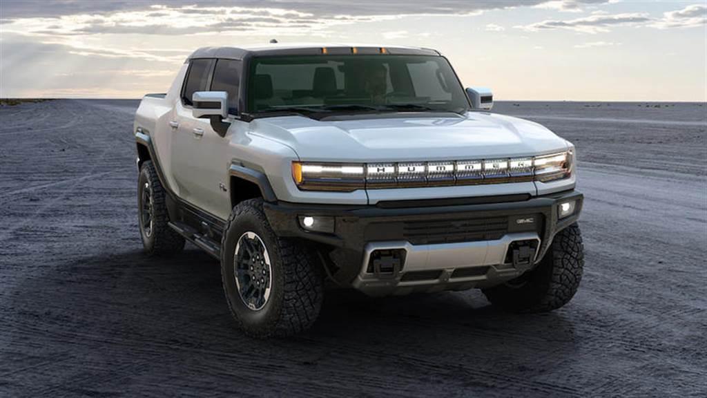 搭載 200kWh 大電池也跑不遠?原來 GMC 電動悍馬車重超過二台特斯拉,足足四噸重