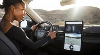 上車也逃不掉廣告:福特新專利用鏡頭辨識把戶外廣告投射到車內螢幕,確保全車人都看得到