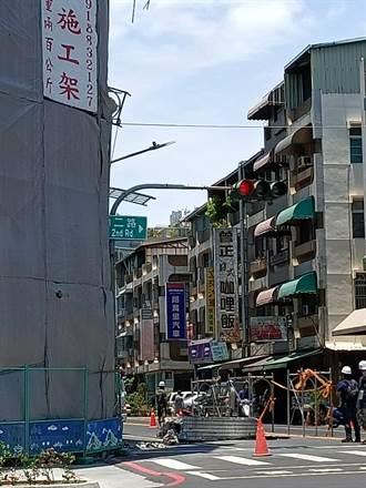 高雄民宅工地施工 6公尺梁柱掉落影巨響幸無人傷