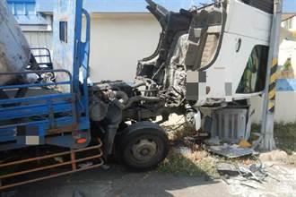 大貨車疑車頭未扣緊 掉落撞監視器箱