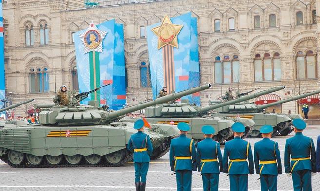 俄羅斯本月9日在莫斯科紅場舉行盛大閱兵,紀念衛國戰爭勝利76周年,展示各種先進武器裝備。 (中新社)