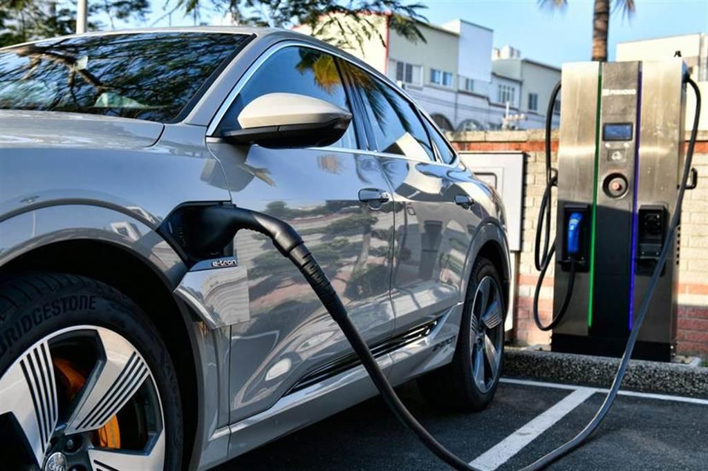 不限廠牌大家充,奧迪籲 CCS 電動車共築全台快速充電網路