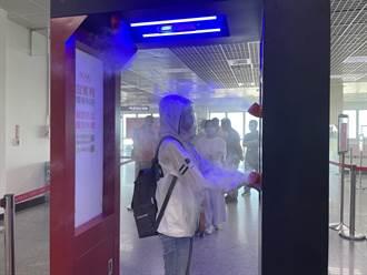 全台首座 金門機場增置智慧清消門自動量溫、殺菌