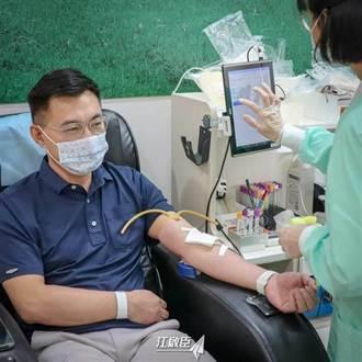 江啟臣看到一張照片 問蔡英文何時才有疫苗?