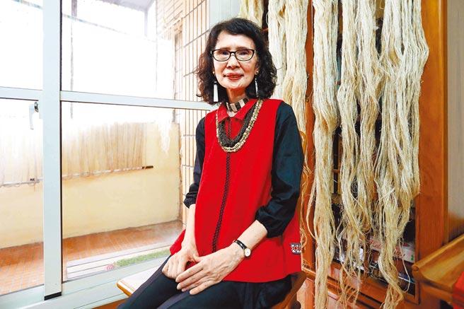 賽德克族傳統織布保存者張鳳英。(文化部提供)