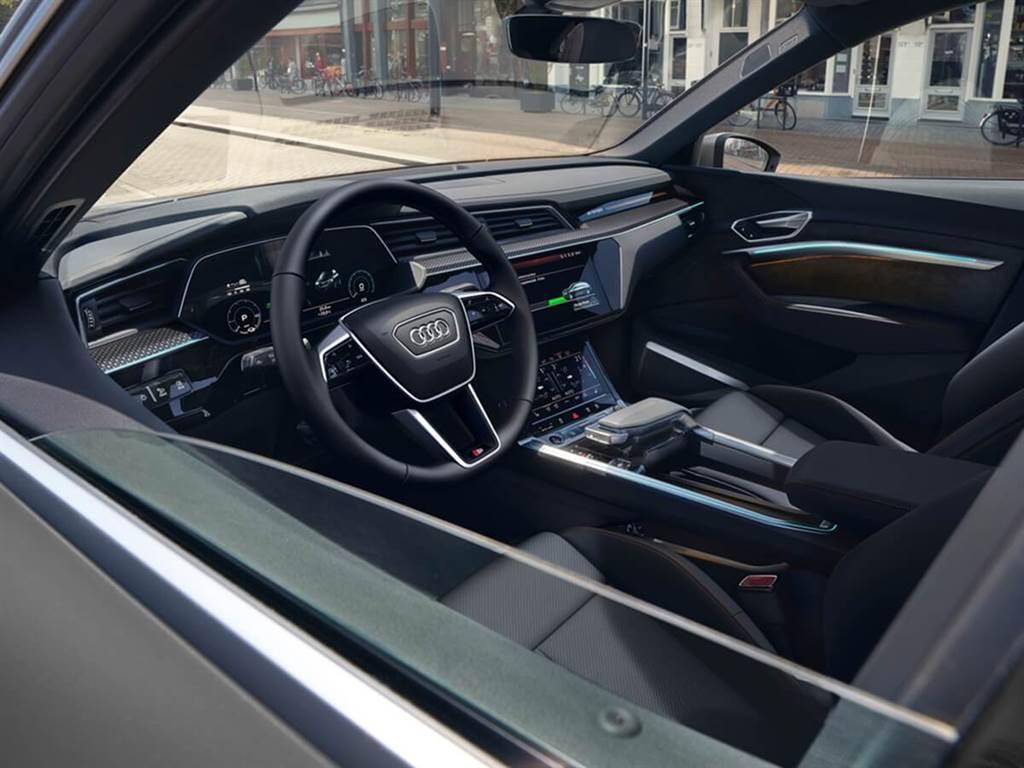 Audi推出推出更具動感的e-tron S line black edition特仕車款