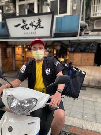 居酒屋業績下滑損失百萬 金曲歌手陳布朗親自騎車外送