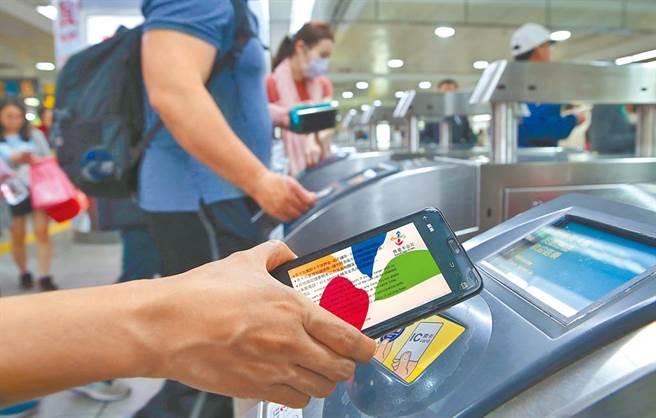 大眾運輸藏染疫4大地雷!醫:票卡別貼著機器刷。(示意圖/本報系資料照片)