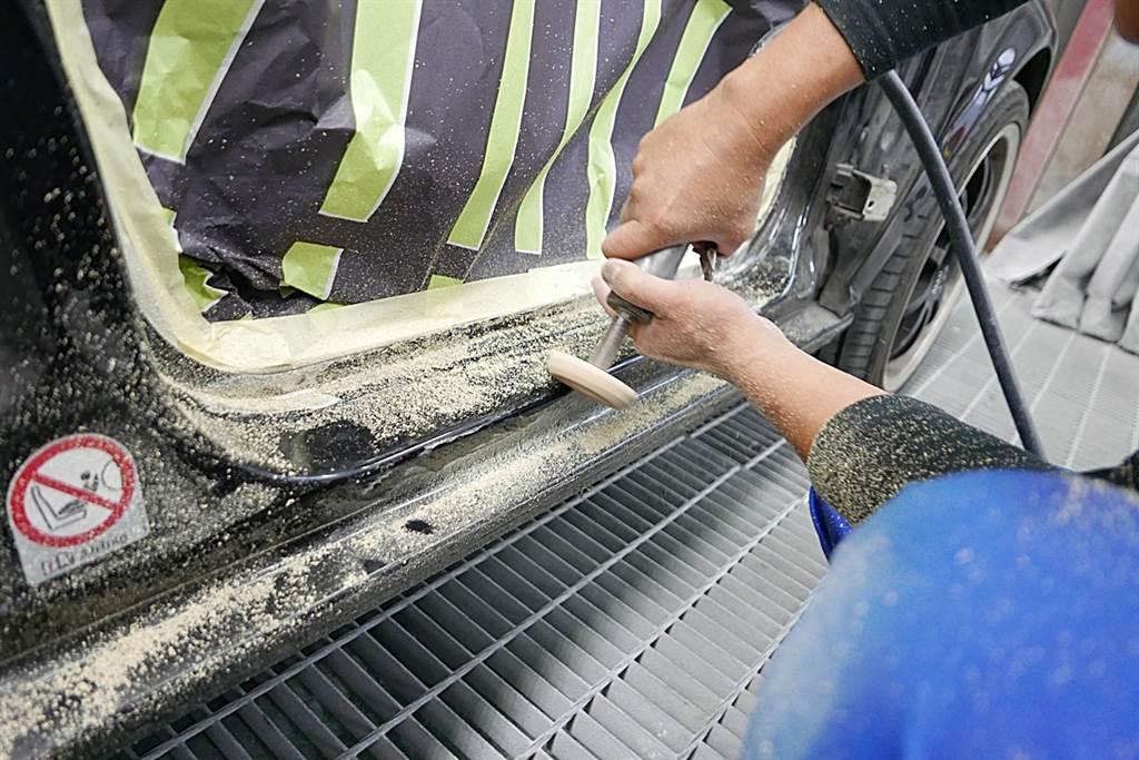 逐一將鏽蝕部分刨除,並進一步拋光研磨。