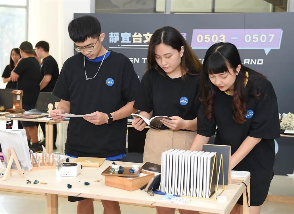 台文系首開全台大學文史系所先例,推出「文化創意產業實務實習課程」,協助學生與職場無縫接軌。(靜宜大學提供)