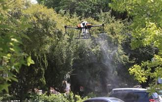 中市環保局全國首創科技防疫 泰安國小啟動無人機消毒