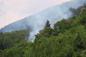 環山部落火燒山 直升機急投水搶救