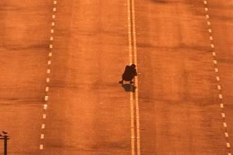 全台十大美景日落大道 民眾捨命蹲路中拍照警強力取締