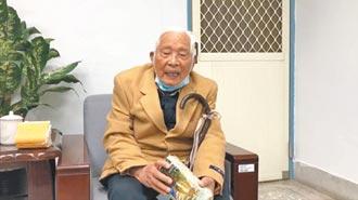 92歲張建漢 捐款認養榮民遺孤