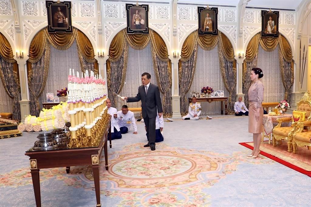 睽违1个月的泰王正式亮相,粉碎病危的谣言。图/泰国皇室推特(photo:ChinaTimes)
