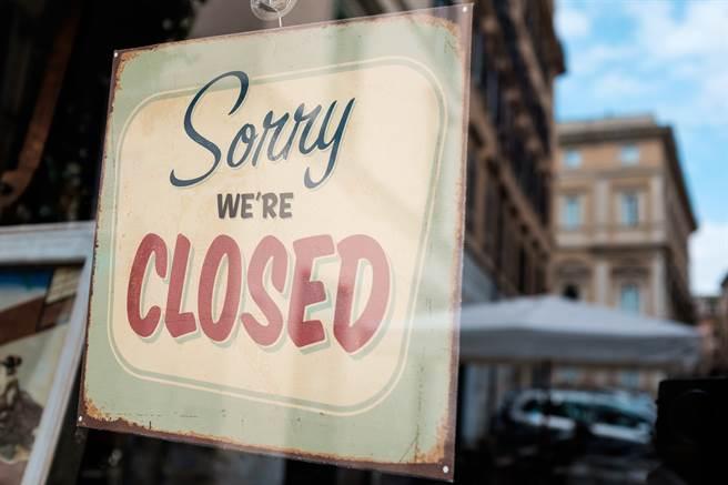 美國疫情期間補助金多,導致部分民眾缺乏工作意願。(圖/shutterstock)