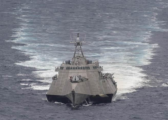 第7艦隊指揮官表示,濱海戰鬥艦在南海的表現非常好,有意在印太區域派駐更多該型船艦。圖為「杜爾沙號」。(圖/美國海軍)