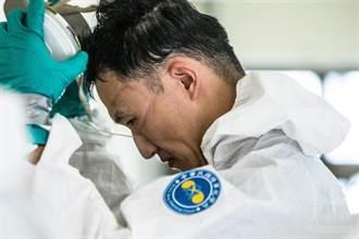 「驕傲印記」 化學兵清消背影網動容 :國人致上最高敬意