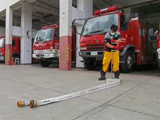 鹿鳴消防分隊創意發明水帶收捲器 省時又省力20秒內獨立完成