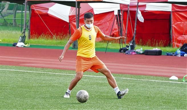 中華隊隊長吳俊青與其他4名台鋼國腳結束中東行後還要轉戰香港,參加亞足聯盃賽事。(中華足協提供)