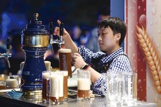 年輕人不愛喝啤酒?