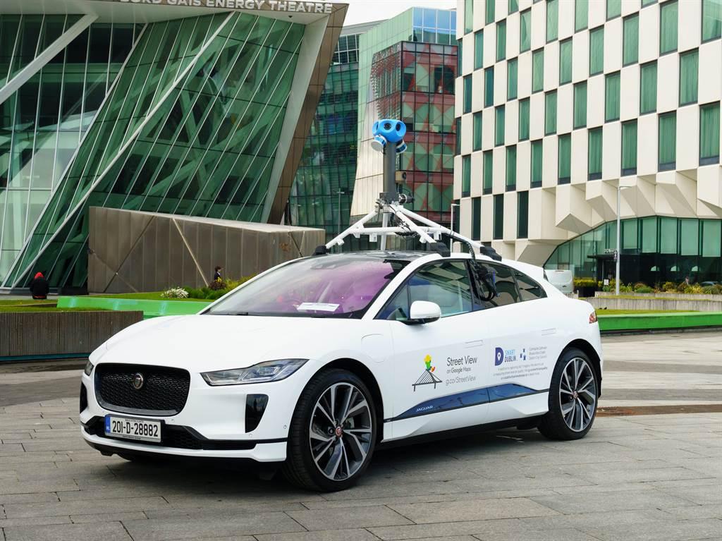Jaguar I-PACE成為Google第一部合作使用的純電車款。Google將與都柏林市議會合作,使用Jaguar I-PACE繪製街景地圖並量測空氣品質。