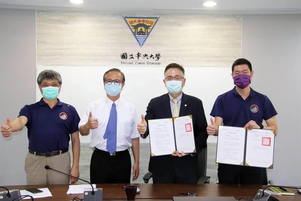 中央大學與陽翼先進科技公司完成視訊締約,將共同執行台灣首次的國際登月任務。(中大提供/林志成台北傳真)