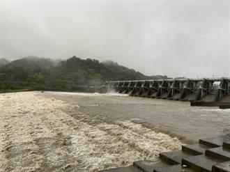 大甲溪上游水庫溢流 石岡壩開2道水門排洪