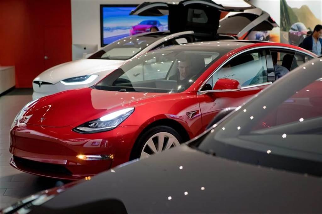 銷量追上燃油車!特斯拉 Model 3 躋身全球第 16 大暢銷汽車