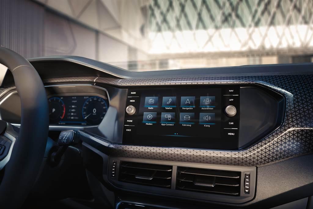 T-Cross全車系升級數位化座艙,配備第三代MIB模組化資訊娛樂系統,支援無線Apple CarPlay以及無線充電。