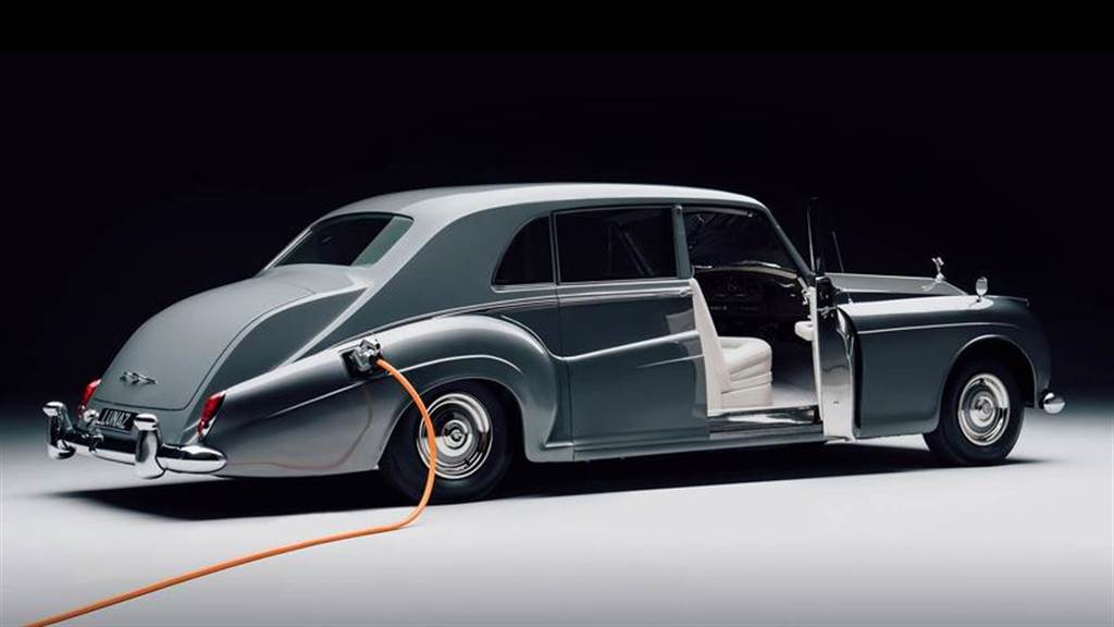 曾說插電感覺不尊榮,勞斯萊斯改口大讚電動車:與品牌「完美契合」