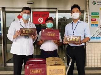阿聰師挺醫護 捐500盒平安餅