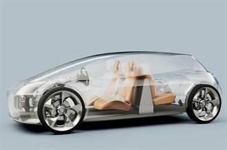 提升電動車 30% 續航里程:英國新創公司要把電池「立」在座艙裡