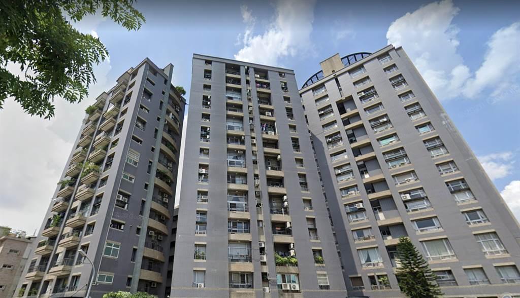 台中市西區住宅大樓「師院美術」去年底交易的頂樓戶,轉手兩次都讓賣方獲利。(翻攝自Google街景)