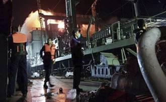 影》伊朗最大軍艦狂燒20小時 濃煙中沉沒
