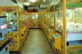員警心好累!打110檢舉娃娃機店 理由是停業燈還亮著「浪費電」