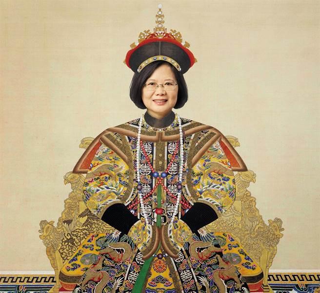 《亞洲週刊》於2021年第一期號刊出專題報導《台灣民選獨裁幕後 綠營新威權主義現象》,其中蔡英文總統身穿清朝龍袍的合成照片引發熱議。(圖/摘自亞洲週刊臉書)