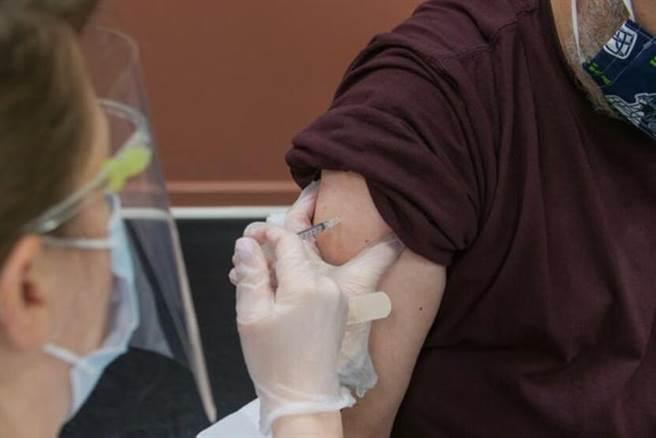 歐盟規定,只要在入境14天前,打完2劑歐盟官方認證的疫苗,就能免隔離入境。(示意圖/Unsplash)