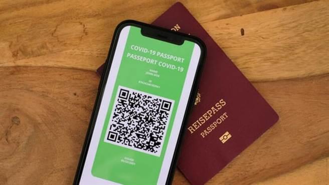 歐盟目前並沒有統一核發「疫苗護照」,而是將權責交給成員國政府,建置他們自己的認證機制和「護照App」。(圖片來源/Unsplash)